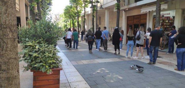 Αγρίνιο: Μεγάλη η προσέλευση για rapid test – Δεκάδες πολίτες περίμεναν υπομονετικά