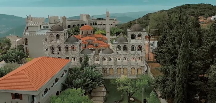 Φωκίδα: Το μεγαλύτερο καμπαναριό της Ελλάδας που μπορεί να ακουστεί ακόμη και στα 100 χλμ
