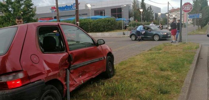 Αγρίνιο: Σφοδρή σύγκρουση δυο αυτοκινήτων κοντά στο Πανεπιστήμιο – Νήπιο επέβαινε στο ένα Ι.Χ. (εικόνες)