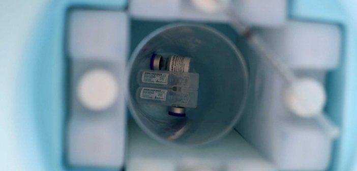 Εμβόλια Pfizer και AstraZeneca: Μελέτη του ΕΚΠΑ για το ποιο δημιουργεί περισσότερα αντισώματα