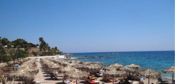Τρόμος για γυναίκα στην παραλία της Αγίας Μαρίνας: Τη βιντεοσκοπούσαν και επιχείρησαν να την ξεγυμνώσουν