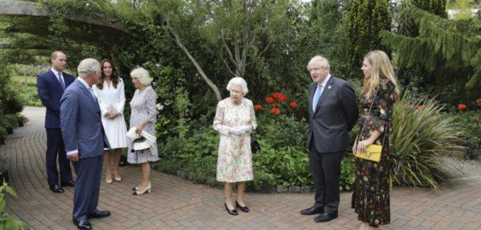 """Με τσάντα """"τσολιαδάκι"""" που της είχαν χαρίσει στην Αθήνα πήγε στους G7 η Καμίλα"""