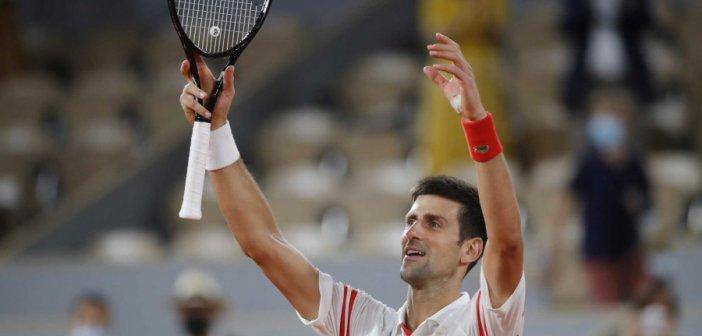 Ο Στέφανος Τσιτσιπάς κόντρα στον Τζόκοβιτς στον τελικό του Roland Garros