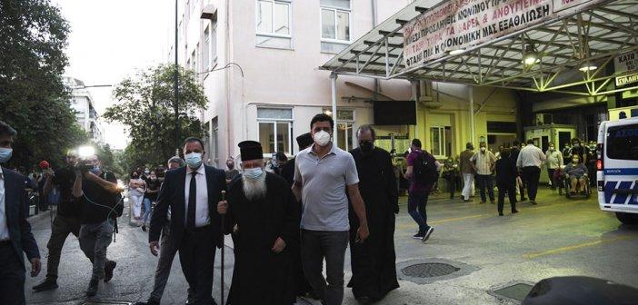 Συγκλονισμένη η Ιωάννα από την επίθεση στη Μονή Πετράκη: Κάντε κάτι, αιμορραγούν οι ζωές μας