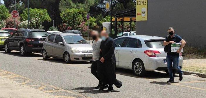 Αγρίνιο: Θα απολογηθεί σήμερα ο ιερέας που κατηγορείται για βιασμό και παιδική πορνογραφία (video)