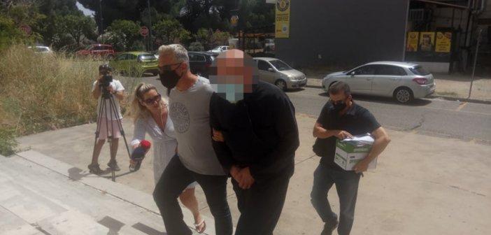 Αγρίνιο: Ποινική δίωξη σε βαθμό κακουργήματος σε βάρος του ιερέα – Τι είπε ο συνήγορός του (video)