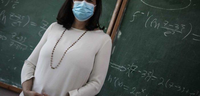 Χανιά: Μαθήτριες δημοτικού αιφνιδιάζουν τη Νίκη Κεραμέως και της ζητούν να διαβάσει αυτό το γράμμα