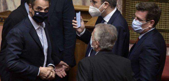 """Βουλή: Υπερψηφίστηκε το εργασιακό νομοσχέδιο με 158 """"ναι"""""""