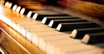 Θεσσαλονίκη: Καταγγελίες φρίκης για καθηγητή πιάνου στο Κρατικό Ωδείο – «Αποπλανούσε ανήλικες μαθήτριες»