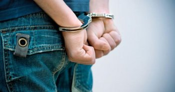 Αγρίνιο: Χειροπέδες σε 18χρονο που είχε στην κατοχή του πάνω από 100 γραμ. χασίς και κοκαΐνη!