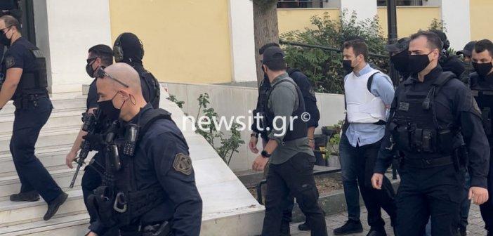 Στον ανακριτή ο συζυγοκτόνος: «Να σαπίσεις στη φυλακή αλήτη», του φώναζαν πολίτες