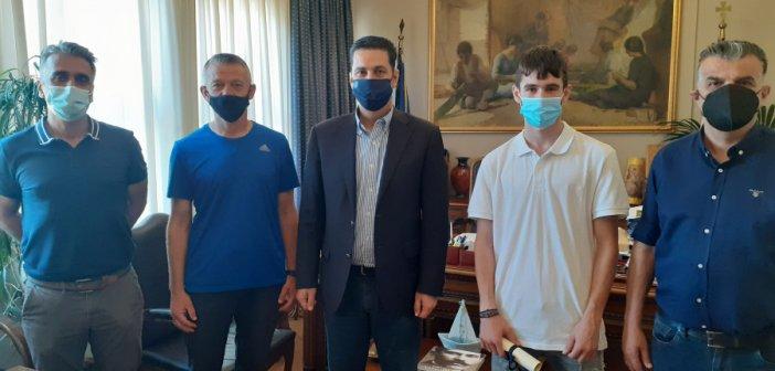 Τον χρυσό Βαλκανιονίκη Νίκο Σταμούλη υποδέχθηκε στο Δημαρχείο Αγρινίου ο Γιώργος Παπαναστασίου