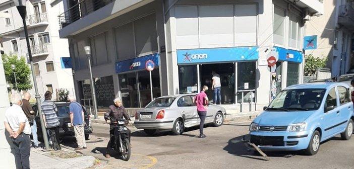 Αγρίνιο: Απανωτές συγκρούσεις οχημάτων στη συμβολή της Ι. Σταΐκου με την Καψάλη (εικόνες)