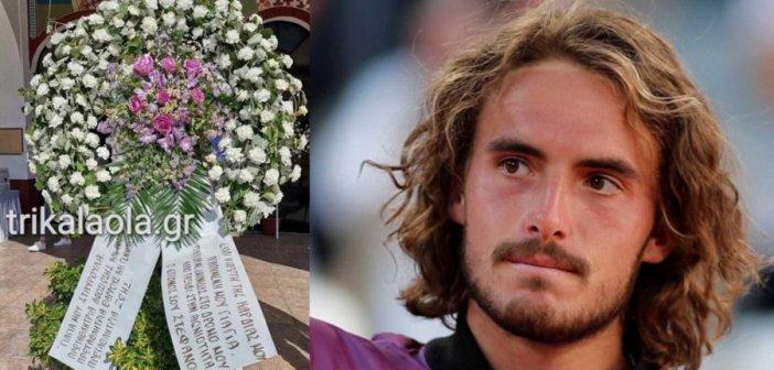 Στέφανος Τσιτσιπάς: Ραγίζει καρδιές το στεφάνι του στην κηδεία της γιαγιάς του (video)