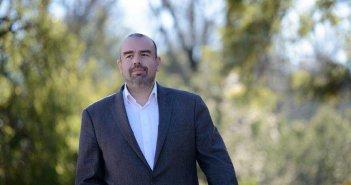 Δήμος Θέρμου: Ο Χαράλαμπος Καραπάνος άμισθος σύμβουλος για ζητήματα Ευρωπαϊκών – Διεθνών σχέσεων