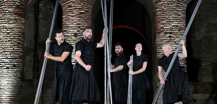 """Αγρίνιο: """"Ελευθερία, ο ύμνος των Ελλήνων""""του ΔΗ.ΠΕ.ΘΕ. Πάτρας  στις Καπναποθήκες Παπαστράτου"""