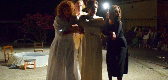"""Ναύπακτος: Τρίτη και τελευταία παράσταση για το """"Γαμήλιο εμβατήριο"""" – Ο Δήμαρχος κ. Γκίζας στην παράσταση του Σαββάτου"""