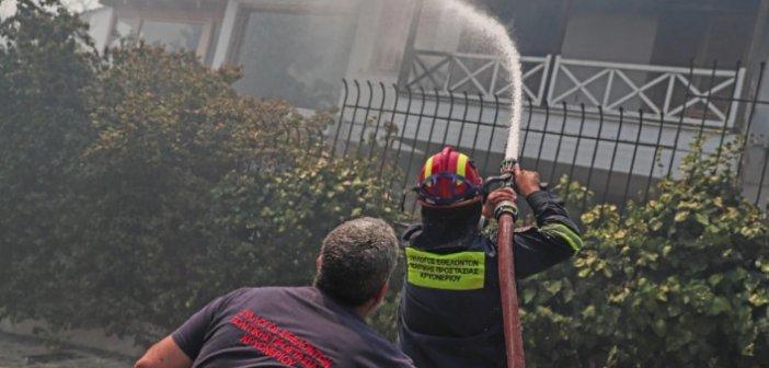 Φωτιά στη Σταμάτα: Κάηκαν σπίτια και αυτοκίνητα – Τεράστια κινητοποίηση  της Πυροσβεστικής – Σε επιφυλακή και το ΕΚΑΒ