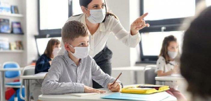 Πέτσας για υποχρεωτικό εμβολιασμό: Αναμένονται αποφάσεις για εκπαιδευτικούς και δημοσίους υπαλλήλους σε υπηρεσίες πρώτης γραμμής