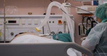 Θεσσαλονίκη: Στη ΜΕΘ με βαριά πνευμονία 70χρονος πλήρως εμβολιασμένος