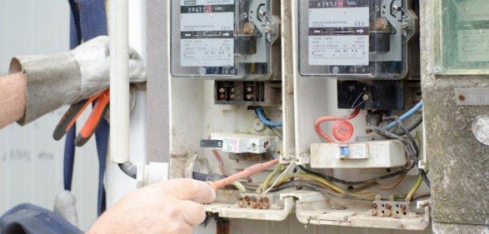 Αχαΐα: Κλέβουν παροχές ρεύματος για να παίρνουν επιδόματα – Επεμβαίνουν ΕΛΑΣ – ΔΕΔΔΗΕ