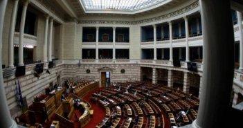 Βουλή: Υπερψηφίστηκε και σε β' ανάγνωση το νομοσχέδιο παράτασης για τα «κόκκινα δάνεια»