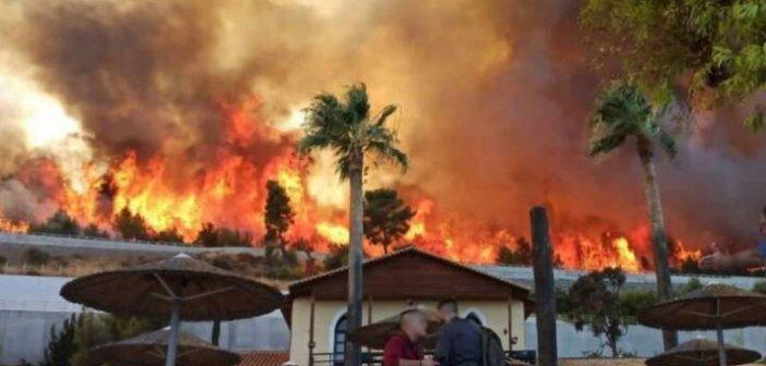 Ζήρια Αχαΐας: Καίγονται σπίτια- Ένα βήμα πριν τη θάλασσα η φωτιά