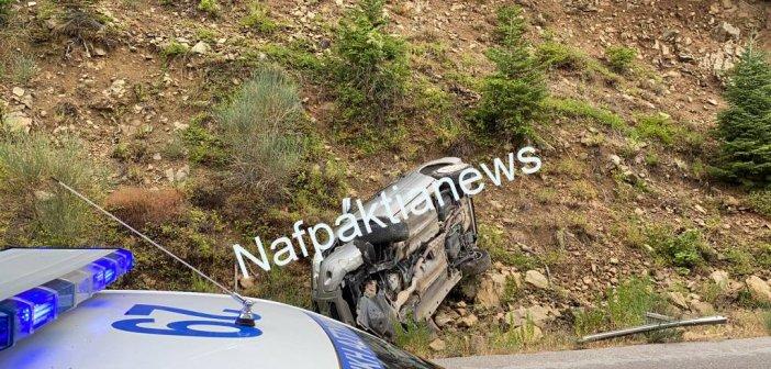 """Ορεινή Φωκίδας: """"Άγιο"""" είχαν οι δύο επιβάτες αυτοκινήτου από το τροχαίο στο δρόμο Αρτοτίνας – Λιδωρικίου (VIDEO)"""