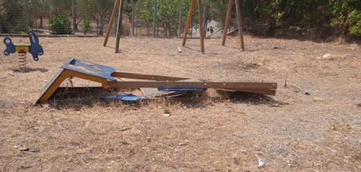 Εικόνες ντροπής… Σε άθλια κατάσταση βρίσκεται η παιδική χαρά στο Καραΐσκάκη