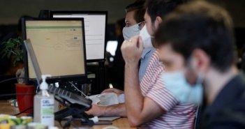Σκέψεις για υποχρεωτικά εβδομαδιαία τεστ για ανεμβολίαστους εργαζόμενους – Όλο το σχέδιο