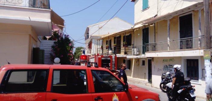 Λευκάδα: Αυτοκίνητο έπιασε φωτιά εν κινήσει (ΦΩΤΟ)
