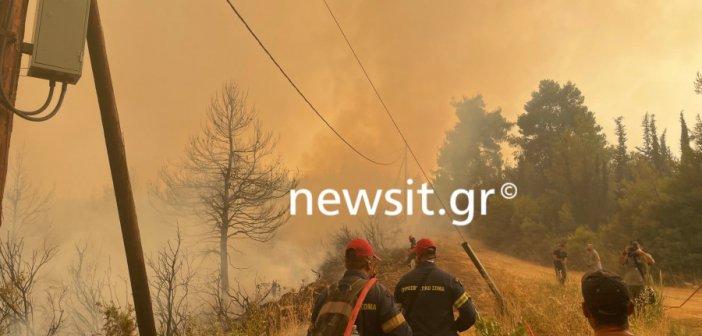 Φωτιά στην Εύβοια: Πύρινο μέτωπο απειλεί το Ασμήνιο – Μήνυμα του 112 για εκκένωση της περιοχής