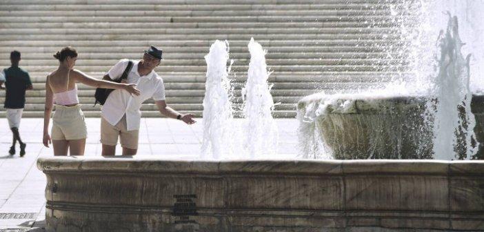 Καιρός: Υποχωρούν τα μελτέμια, «σκαρφαλώνει» ο υδράργυρος