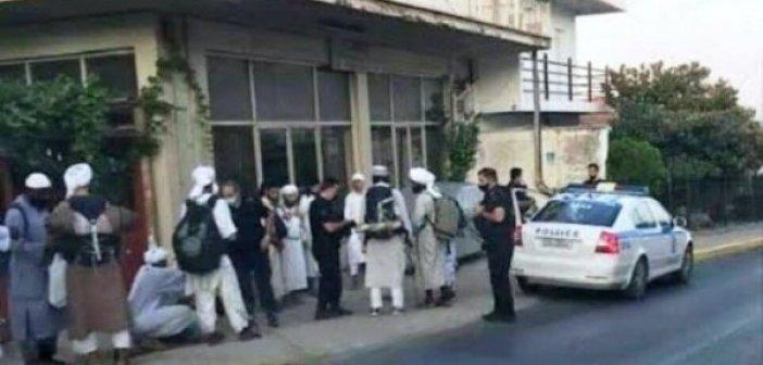 Καλαμάτα: Μυστήριο με 13 τουρίστες με μουσουλμανικές φορεσιές – Στα χέρια της ΕΛ.ΑΣ