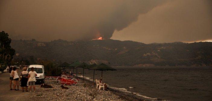 Πευκί Εύβοιας: «Μου θύμιζε εικόνες ξεριζωμού» – Μαρτυρία κατοίκου για τη φωτιά (βίντεο)