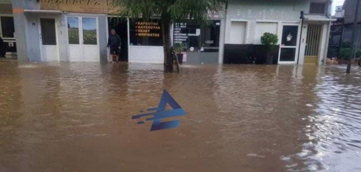 Αγρίνιο: Λίμνη η … Χαριλάου Τρικούπη μετά τη νεροποντή – Προβλήματα από την κακοκαιρία
