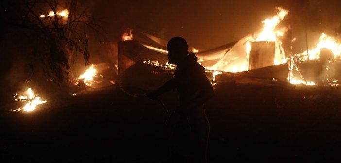 Βαρυμπόμπη: Μαίνεται η μάχη με τις φλόγες – Ανυπολόγιστες καταστροφές, αποπνικτική η ατμόσφαιρα στην Αττική