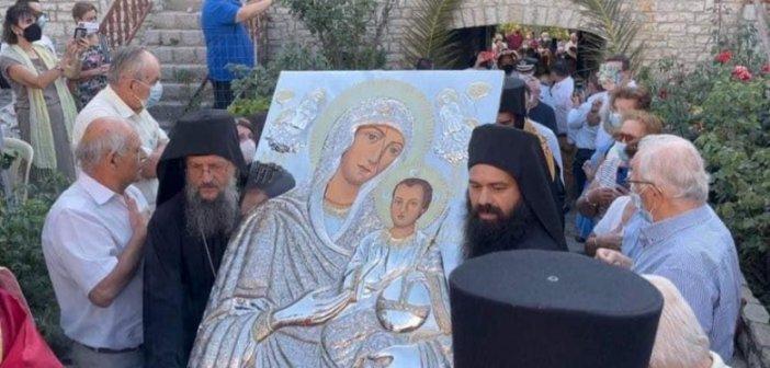 Μονή Βαρνάκοβας: Πώς υποδέχθηκαν οι πιστοί τη νέα εικόνα της Παναγίας