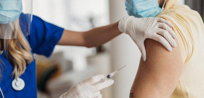 Εμβολιασμοί: Σύγχυση με λάθος SMS για την τρίτη δόση – Τι έχει συμβεί