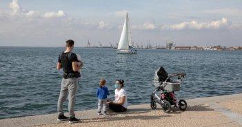 Γονικές παροχές: Καταργείται ο φόρος 10% από 1ης Οκτωβρίου