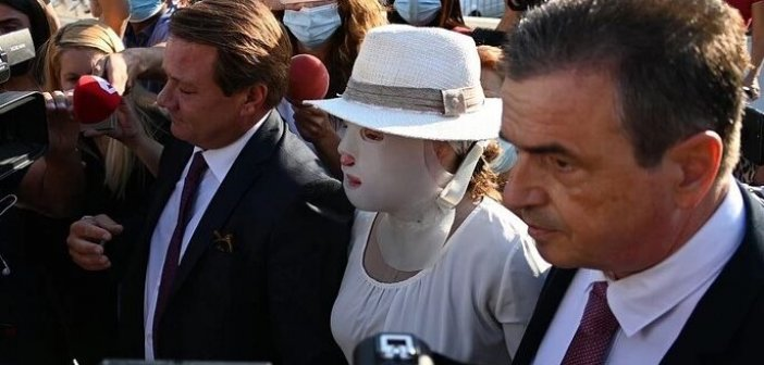Επίθεση με βιτριόλι: Έφτασε στο δικαστήριο η Ιωάννα