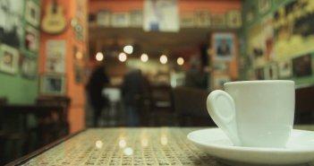 Ξηρόμερο: Λουκέτο και πρόστιμο σε καφετέρια για εξυπηρέτηση όρθιων πελατών, πιστοποιητικό και ηχορύπανση
