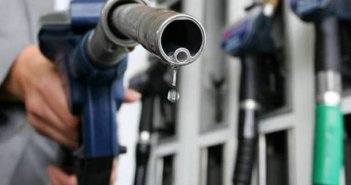 Την ανιούσα τα καύσιμα, αμετάβλητοι οι φόροι: Στον «πάγο» η αγορά καυσίμων