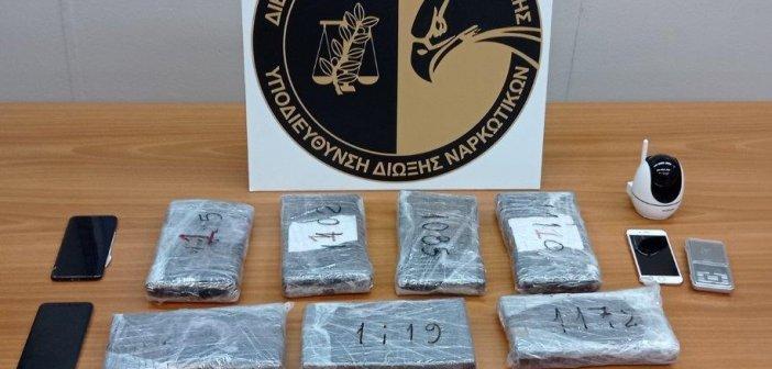 Σύλληψη μοντέλου για κοκαΐνη: Οι δύσκολες στιγμές στη ΓΑΔΑ – Ούρλιαζε στο καρτοτηλέφωνο