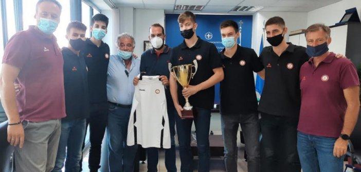 Η Πρωταθλήτρια ομάδα Παίδων του Προμηθέα στον Περιφερειάρχη Νεκτάριο Φαρμάκη