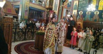 Ενορία Αγίας Τριάδος Αγρινίου: Το έθιμο παρασκευής νέου προζυμιού ανήμερα της Υψώσεως του Τιμίου Σταυρού (εικόνες)
