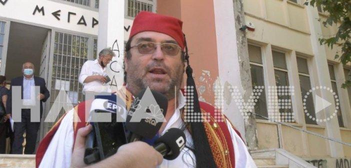 Δυτική Ελλάδα: Αρνητής – γονέας οδηγήθηκε στα δικαστήρια ντυμένος… τσολιάς – Βίντεο