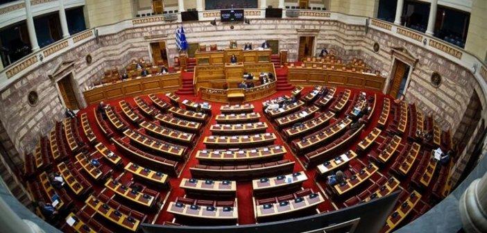 Ψηφίστηκε η τροπολογία με τα βαριά πρόστιμα για τα πλαστά πιστοποιητικά εμβολιασμού