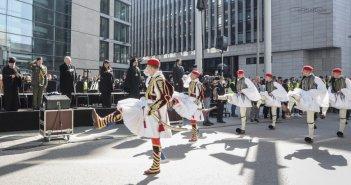Η ελληνική παρέλαση στη Στουτγάρδη (ΦΩΤΟ)
