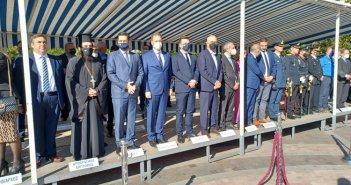 Αγρίνιο: Οι επίσημοι στις θέσεις τους στην εξέδρα για την παρέλαση (ΦΩΤΟ)
